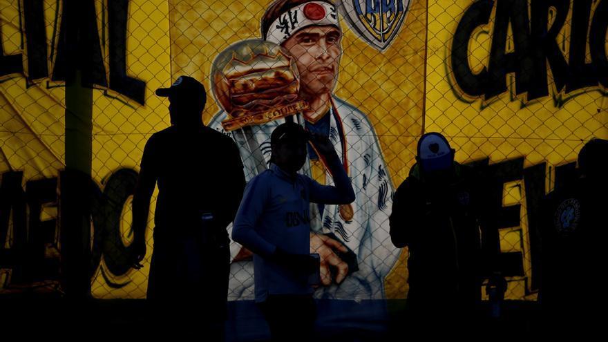 Miembros de la barra brava de Boca Juniors participaron en la despedida que se organizó en Buenos Aires antes de partir hacia Madrid.