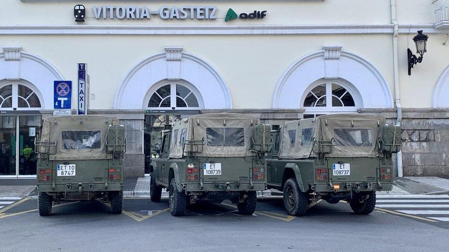 Tres Santanas del Ejército, en la entrada de la estación de trenes de Vitoria