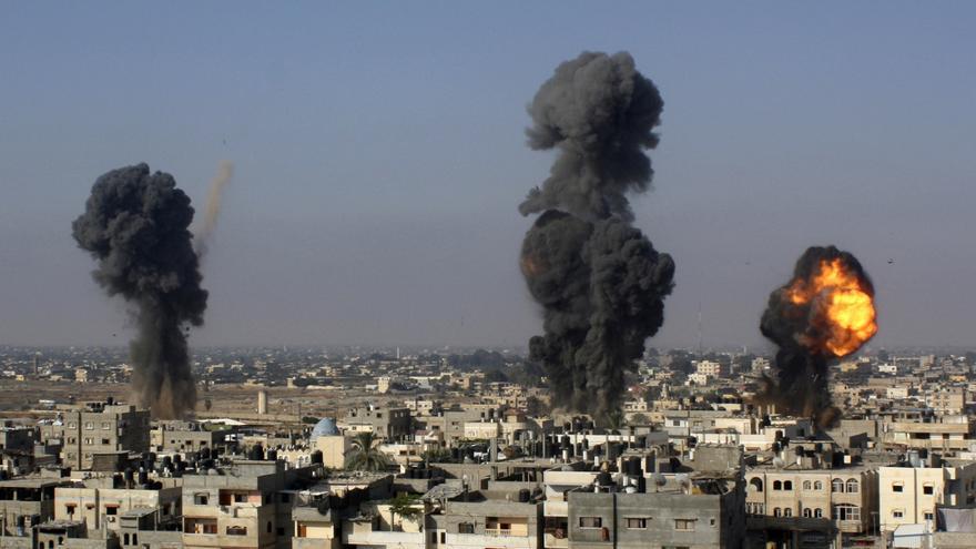 Misiles israelíes impactan en túneles entre Egipto y la Franja de Gaza / Hatem Ali \ AP