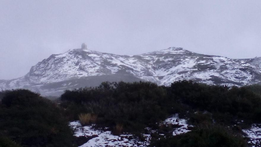 Panorámica del entorno del Observatorio de El Roque de Los Muchachos, este sábado, cubierto de nieve. Foto: ANA BEA.