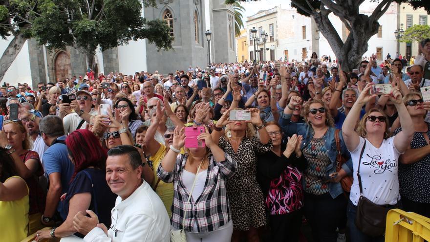 Plaza de San Juan, donde vecinos y vecinas aplaudían a distintos líderes de Telde.