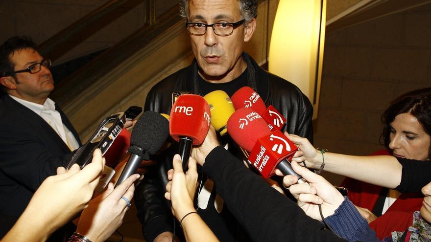 """Amaiur cree que el PSOE planteará una reforma """"vacía"""" de la Constitución, que no romperá las """"cadenas"""" de la Transición"""