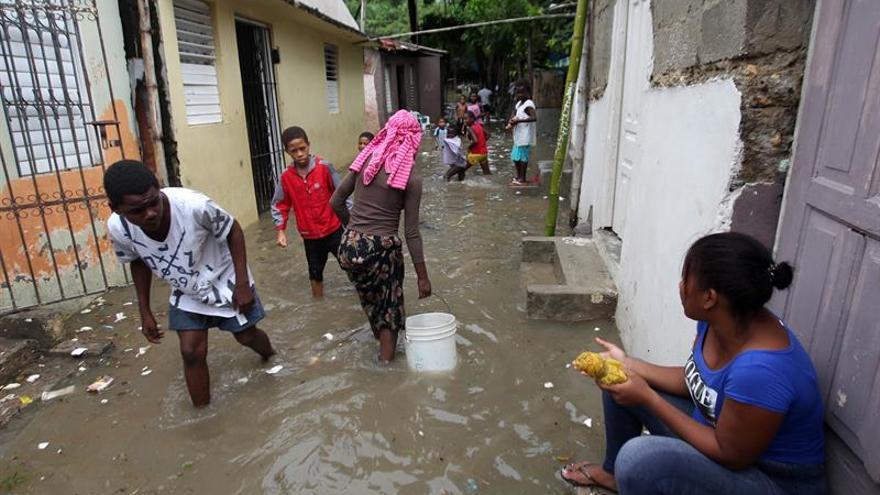 Más de 20.400 dominicanos desplazados por lluvias y 17 provincias en alerta
