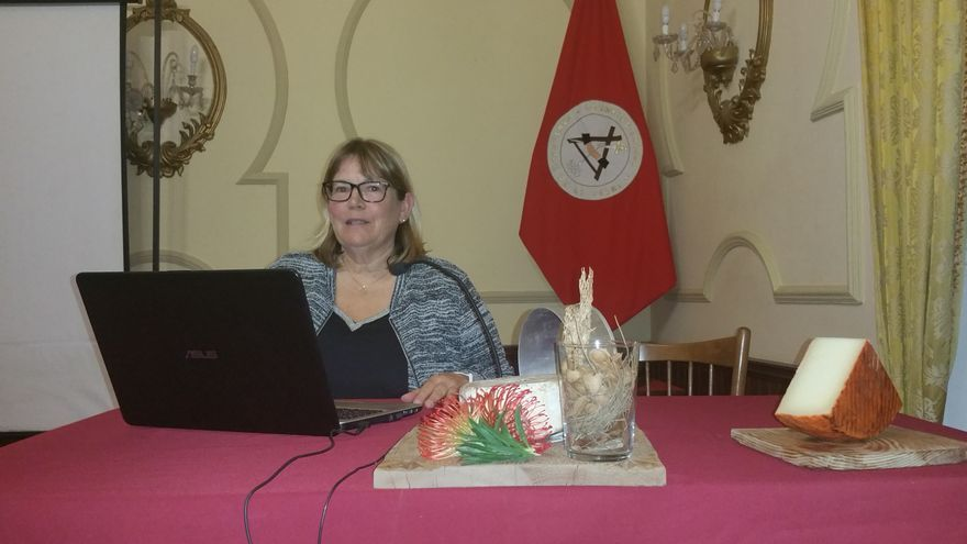La doctora Rosario Fresno durante la conferencia. Foto: LUZ RODRÍGUEZ.