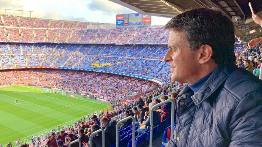 Manuel Valls, en el Camp Nou viendo el Barça-Madrid