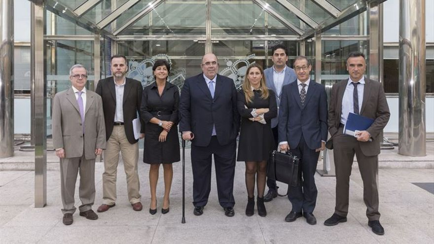 El consejero Jesús Oria junto a los miembros de su equipo directivo. | Miguel Ángel López