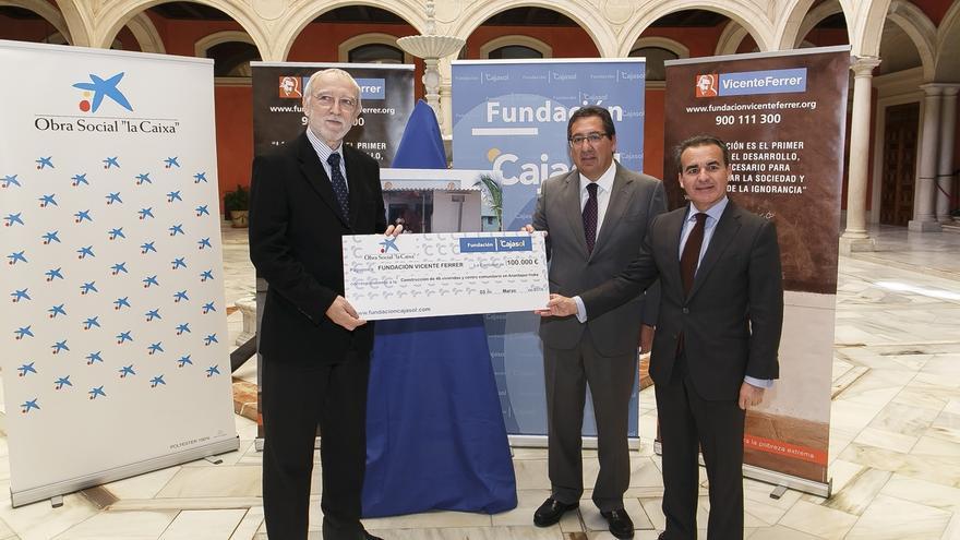 La Fundación Vicente Ferrer construye más de 50 viviendas en la India con la ayuda de 'La Caixa' y Fundación Cajasol