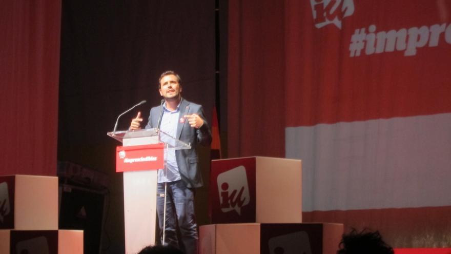 """Garzón (IU) llama a derrotar al bipartidismo para """"abrir las puertas de la democracia"""""""