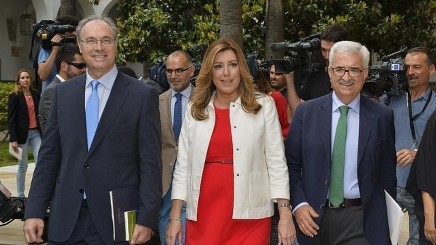 Susana Díaz reducirá en un 10% los cargos públicos y pide a los bancos alternativas a los desahucios