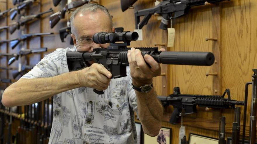 Colt suspende la fabricación de fusiles para civiles en Estados Unidos