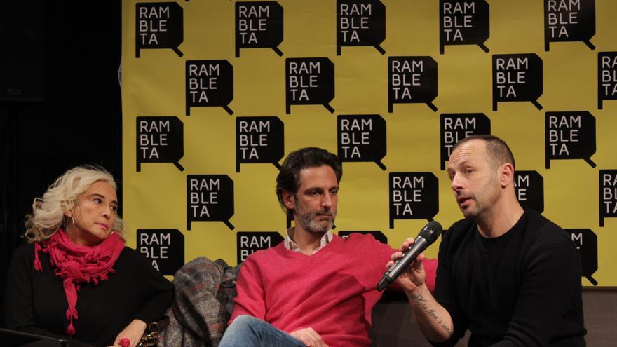 Presentación en La Rambleta de En el desierto. De izquierda a derecha, Mariola Cubells, Ernesto Alterio y Chevi Muraday.