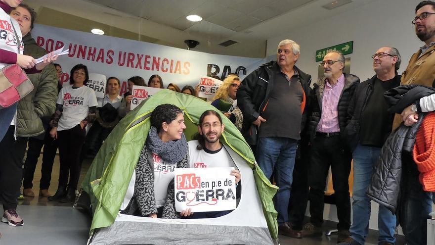 Encierro en un centro sanitario durante las protestas de personal de los PAC gallegos