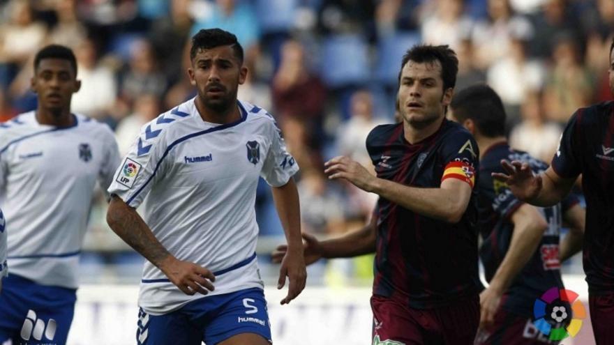 Imagen del partido entre el CD Tenerife y la SD Huesca-