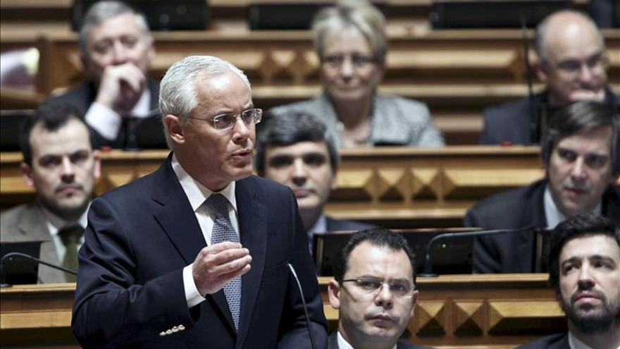 La dimisión del ministro de Interior debilita al Gobierno, según la oposición