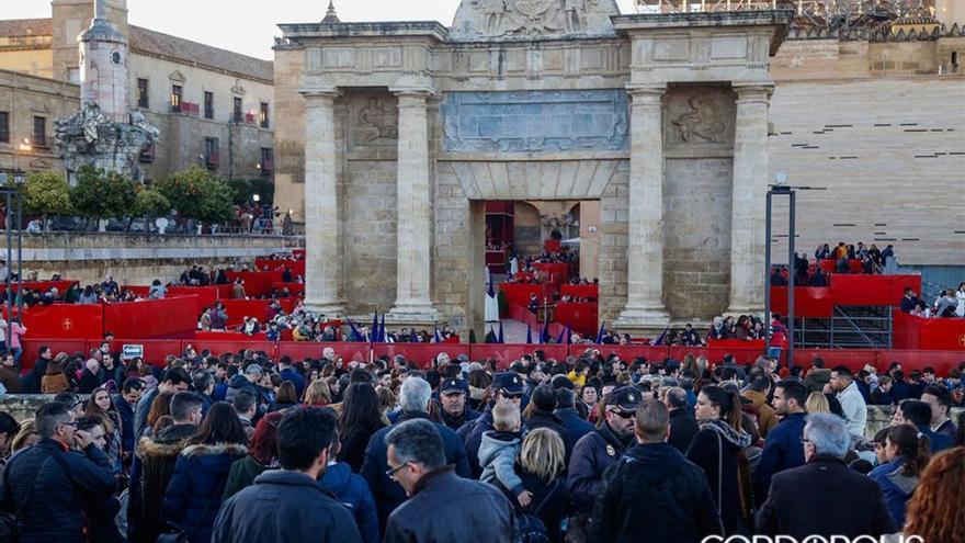 Palcos de la Carrera Oficial en la Puerta del Puente en Semana Santa 2018 |MADERO CUBERO