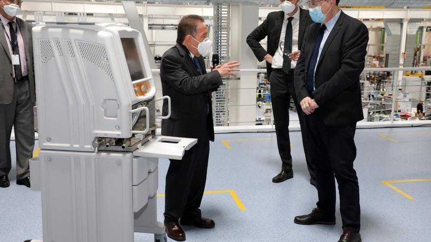 Un momento de la visita del president Ximo Puig a las instalaciones de Powe Electronics.