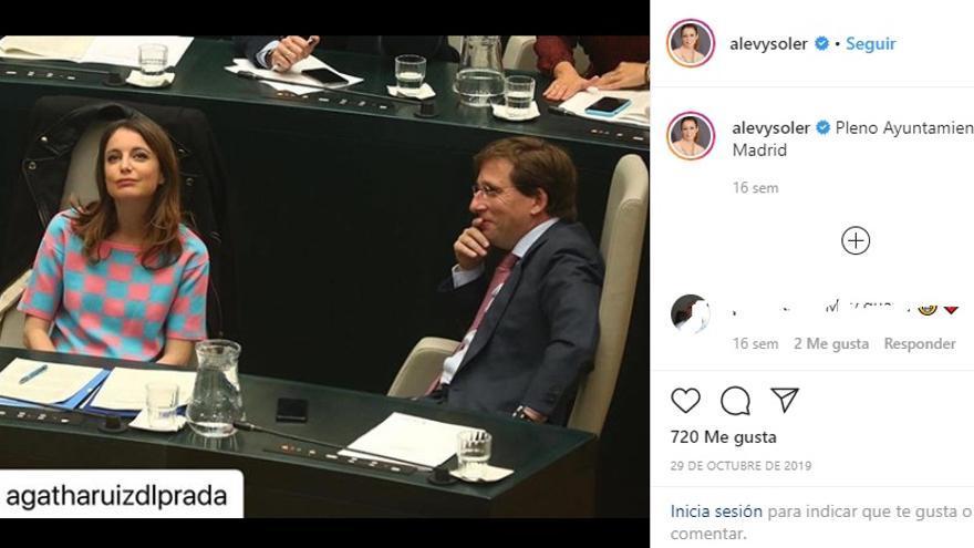 Andrea Levy, con una camiseta de Agatha Ruiz de la Prada, en el Pleno.