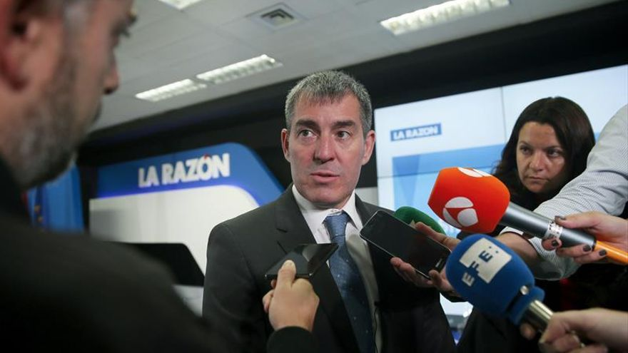 El presidente de Canarias, Fernando Clavijo tras su asistencia al foro de 'La Razón'.