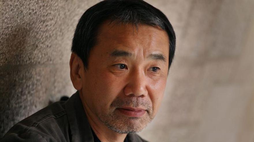 El escritor nipón Murakami dona sus manuscritos a una universidad de Tokio