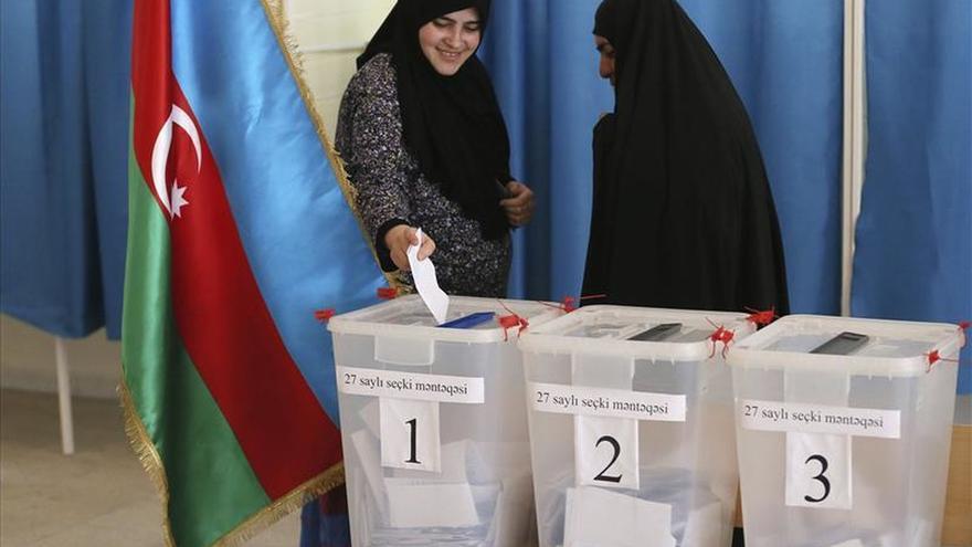 Azerbaiyán celebra elecciones parlamentarias boicoteadas por la oposición