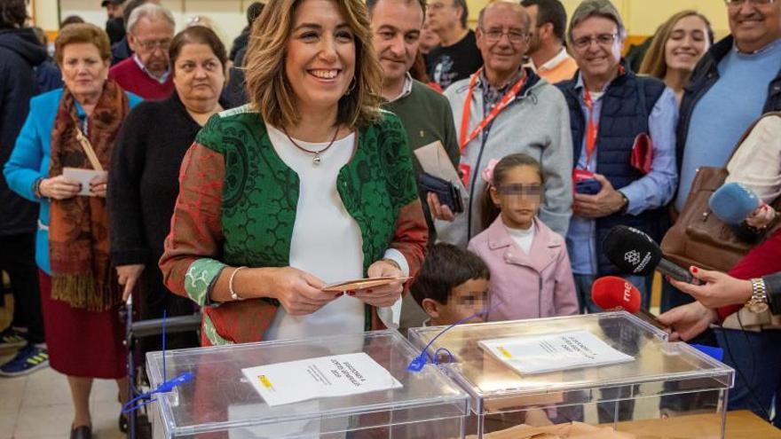 """Susana Díaz pide que se salga a votar """"para reforzar la democracia"""""""