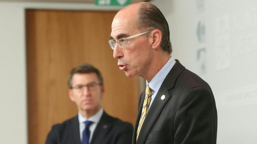El conselleiro de Sanidade, Vázquez Almuiña, en una intervención pública ante Feijóo