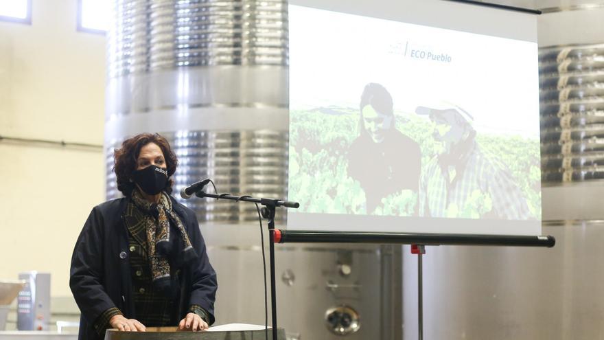 La consejera Gómez en la presentación del proyecto ECO pueblo de San Martín de Unx