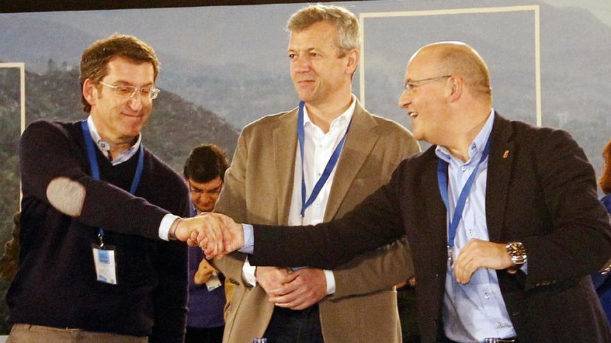 Baltar, con Feijóo en un congreso del PP gallego en presencia de Alfonso Rueda