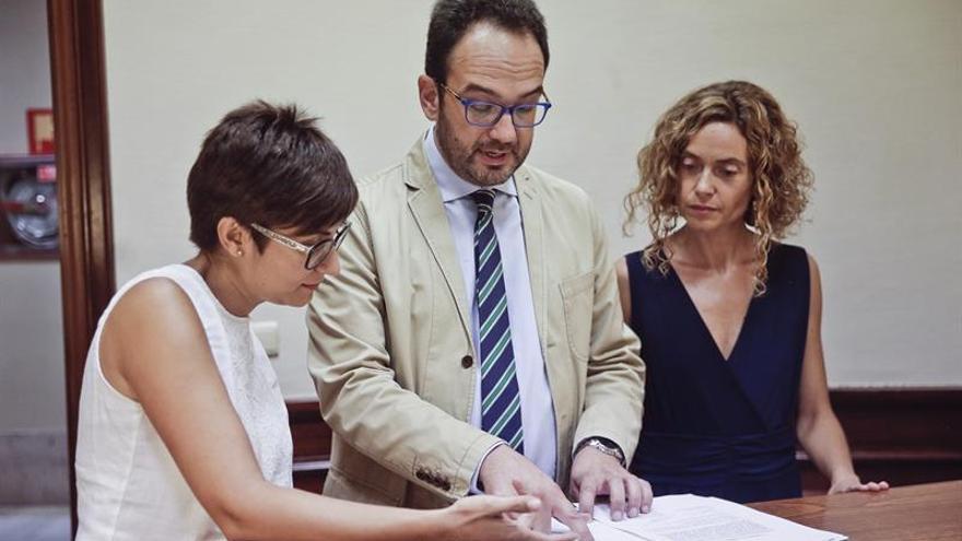 PSOE y Podemos exigen explicaciones al Gobierno pese a la renuncia de Soria