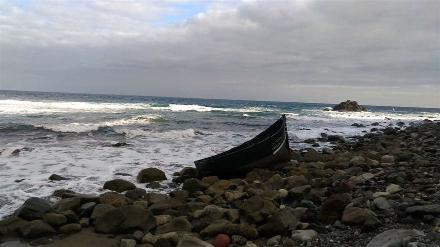 Embarcación hallada en Almáciga (Anaga) por la Policía Local, este lunes