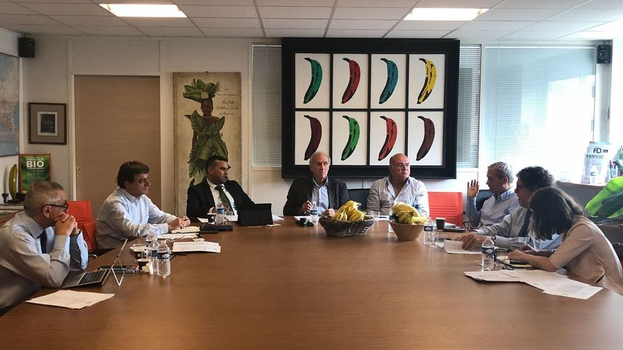 Reunión de representantes de la Asociación Productores Europeos de Plátano y Banana (APEB) en París.