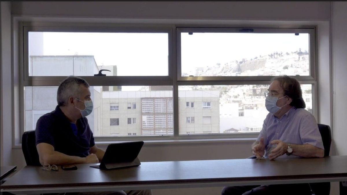 Televisión Canaria estrena el lunes 'Trópico Distópico', un análisis crítico en torno a las palabras de la pandemia. En la imagen, el primer título llamado 'Vacuna'.