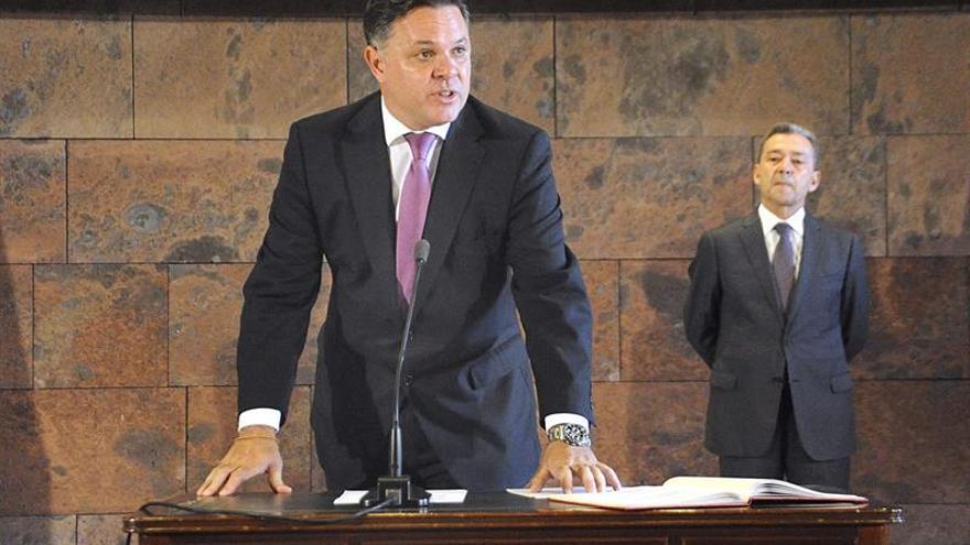 Santiago Negrín toma posesión como presidente del Consejo Rector de RadioTelevisión Canaria. (EFE)