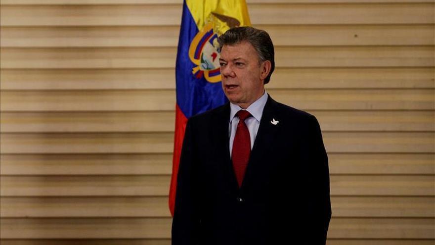 Santos parte hacia La Habana acompañado de representantes políticos