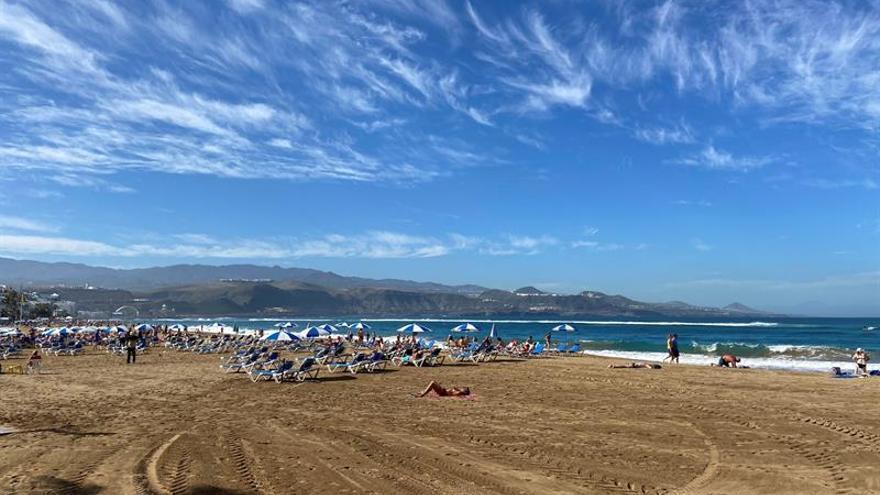 Vista de la Playa de Las Canteras en Las Palmas de Gran Canaria.