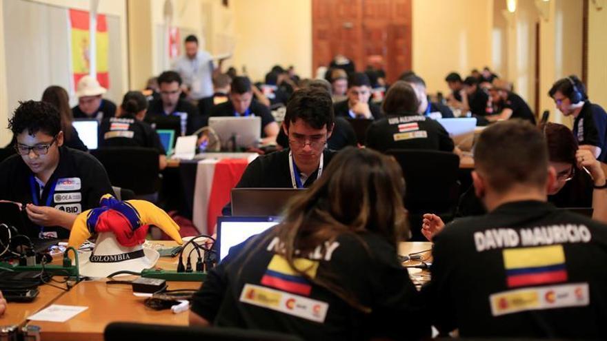 Jóvenes de Iberoamérica disputan en Colombia el primer desafío de Ciberseguridad