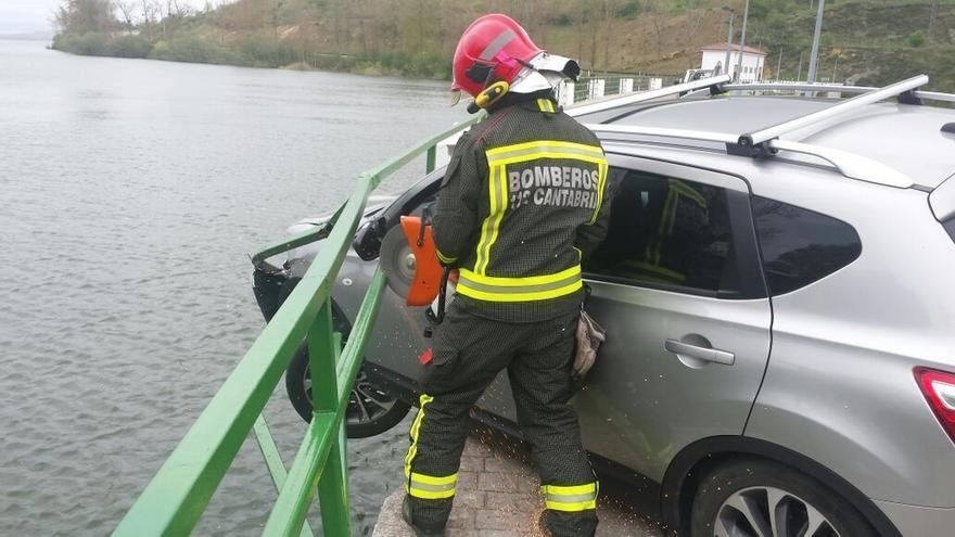 Una herida leve en una salida de vía en un puente del Pantano del Ebro
