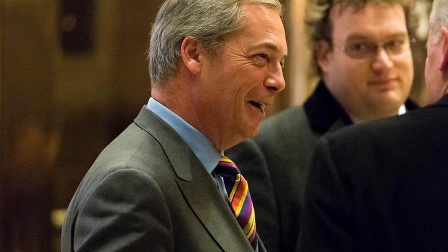 """Nigel Farage, dispuesto a actuar como """"puente"""" entre Londres y Trump"""