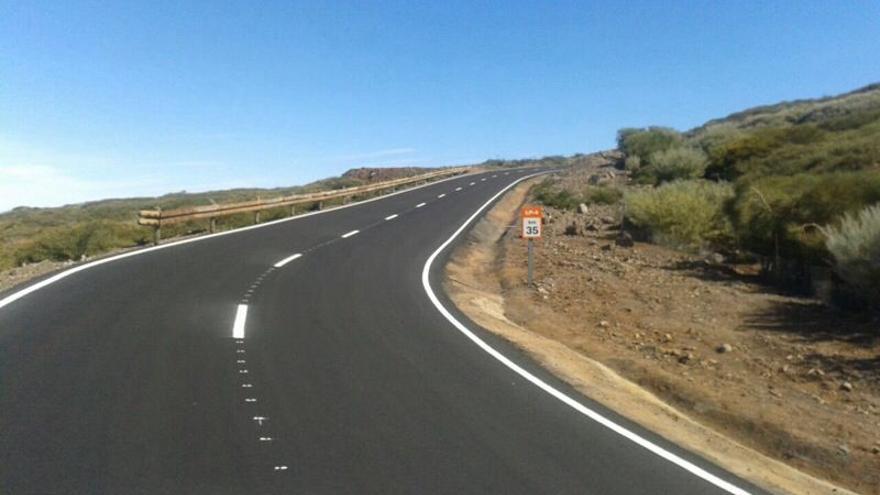 En la imagen, tramo de la zona de Los Andenes, en la carretera LP-4,  tras el reasfaltado.
