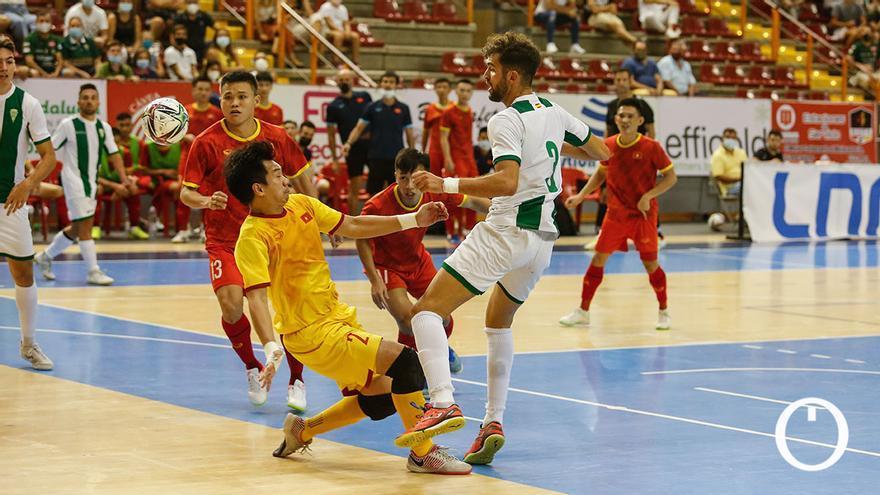 Lance del duelo entre el Córdoba Patrimonio y la selección de Vietnam