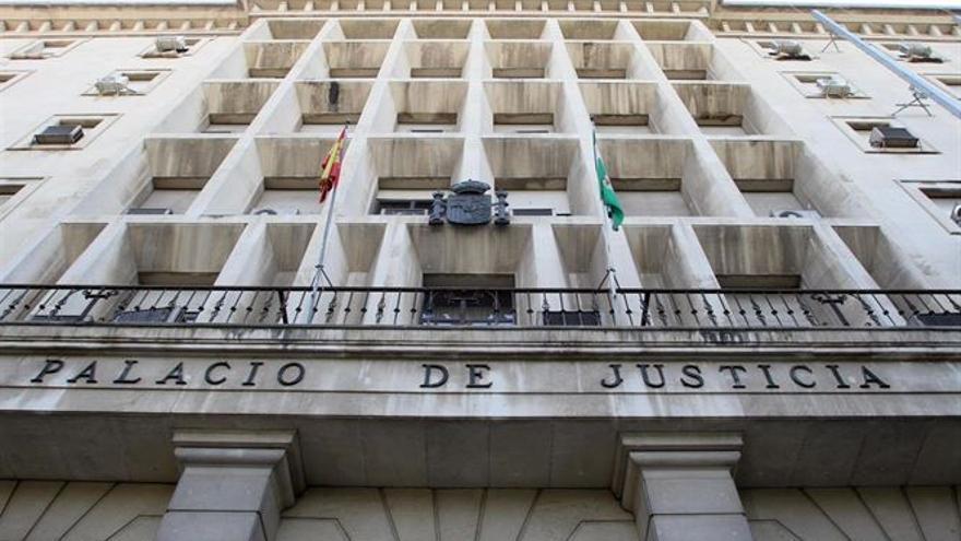 El edificio de los juzgados de sevilla con seguridad for Juzgados viapol sevilla