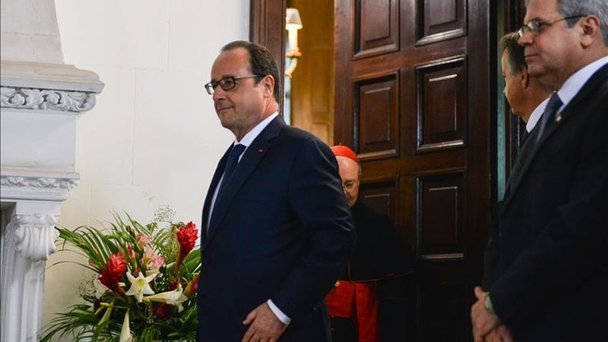 Hollande aboga por el fin de las medidas que perjudican a Cuba en alusión al embargo