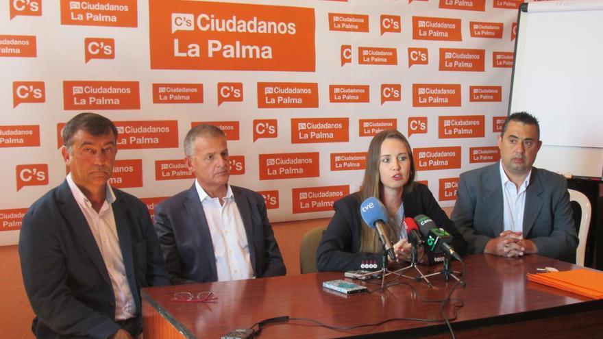 En la imagen, rueda de prensa ofrecida este lunes por Ciudadanos. Foto: LUZ RODRÍGUEZ.