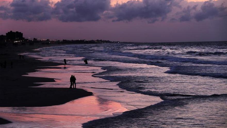 La contaminación amenaza las playas de Gaza, único espacio abierto de ocio