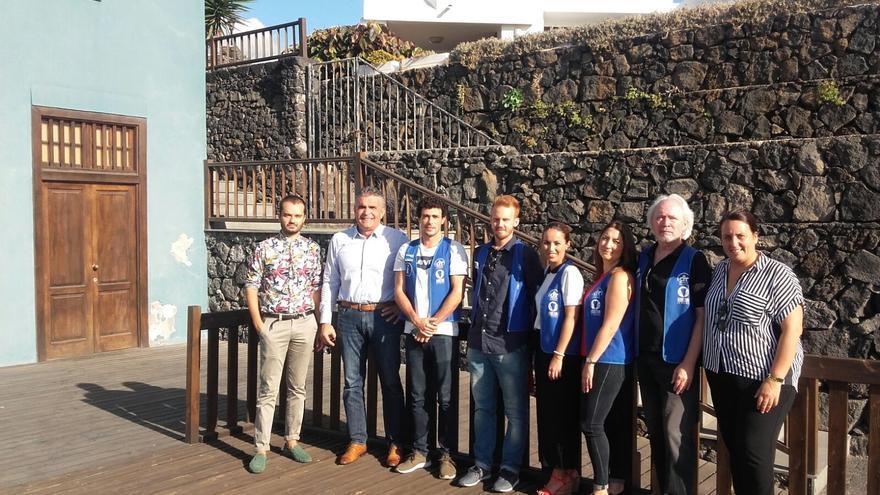 Los nuevos técnicos contratados junto a responsables del CIT Tedote.