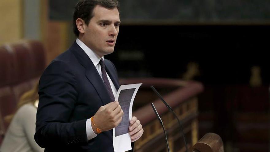 """Rivera avisa a Rajoy que no apoyarán el """"mercadeo electoral"""" de las pensiones"""
