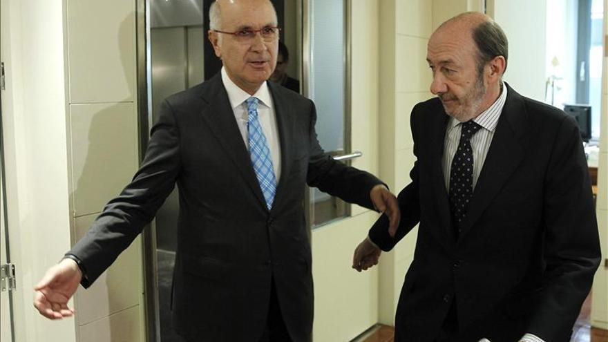 Rubalcaba se reafirma en la necesidad de un pacto tras sus reuniones con CiU y PNV