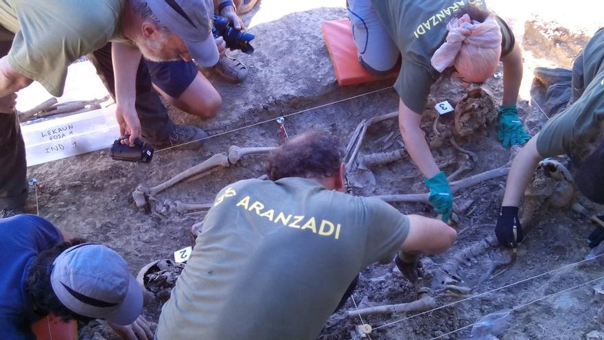Exhumados en el Señorío de Lekaun los restos de tres cuerpos procedentes de la Guerra Civil