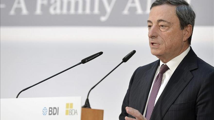 """Draghi cree que se mantendrá la """"lenta"""" recuperación económica de la Eurozona"""