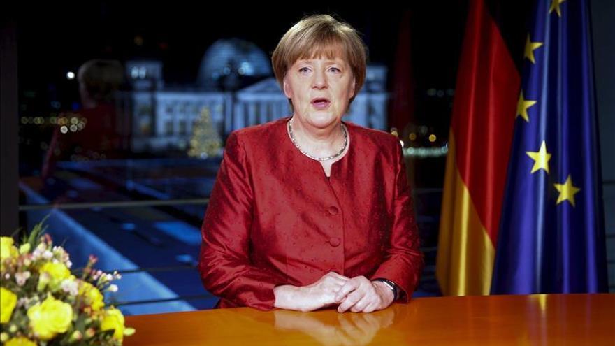 """Merkel desea que llegada de refugiados se vea como """"oportunidad"""" para el país"""